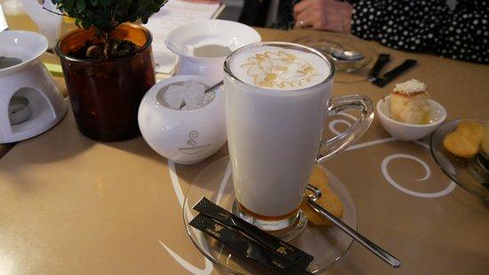 Honigmilch im Teehaus Jever