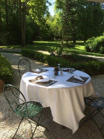 Varennes-Jarcy, France: Dans les jardins