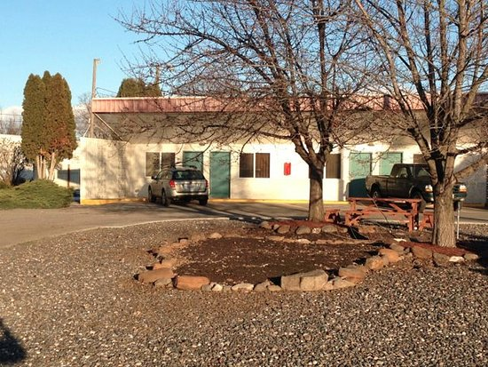 West facing units at Capri Motel enjoy easy access and a picnic area.
