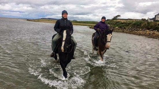 Dunfanaghy, Irlanda: Myself and my husband on McGinley and Trevor