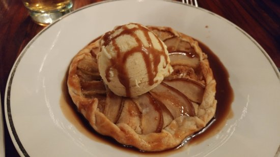 Burnside Brewing Company: Pear tart - hot and altogether amazingly delicious - at a BREWERY for heavens sake
