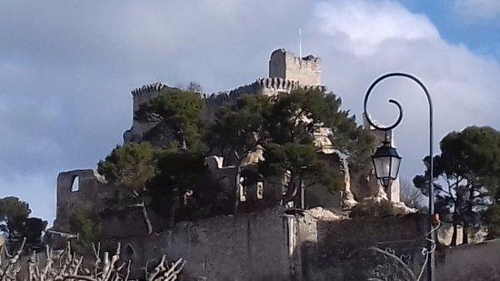 Boulbon, França: Une vue du château.