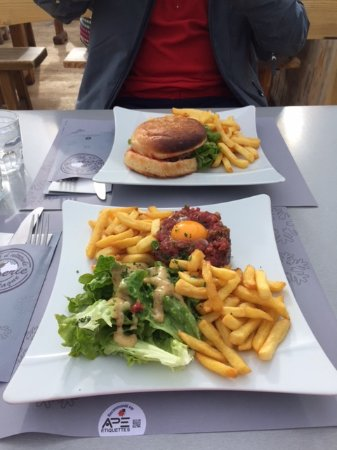 Les Borseliers: Our meals that we ordered, a burger and a steak tartare.