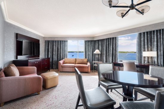 The Westin Harbour Castle, Toronto: Sofa Parlor Room