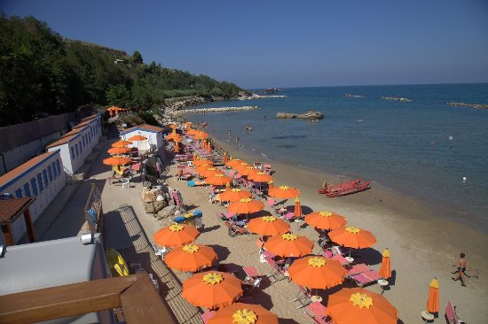 Rocca San Giovanni, Italy: A day at the beach with unforgetable lunch.