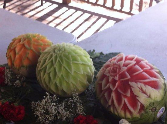 Wat Mongkolratanaram Thai Temple : Yes, that's a cantaloupe, a honeydew, and a watermelon.