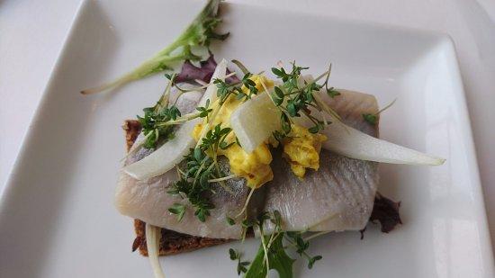 Restaurant Under Broen: Marineret sild med karrysalat