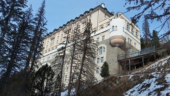 Hotel Schloss Pontresina Family & Spa: foto dell'hotel dalla pista di fondo