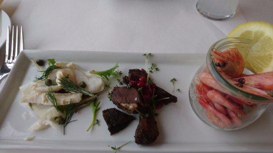 Restaurant Under Broen: Kogt torsk, dyrekølle og pil-selv-rejer.