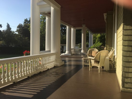 Churchill Manor Bed and Breakfast: photo1.jpg