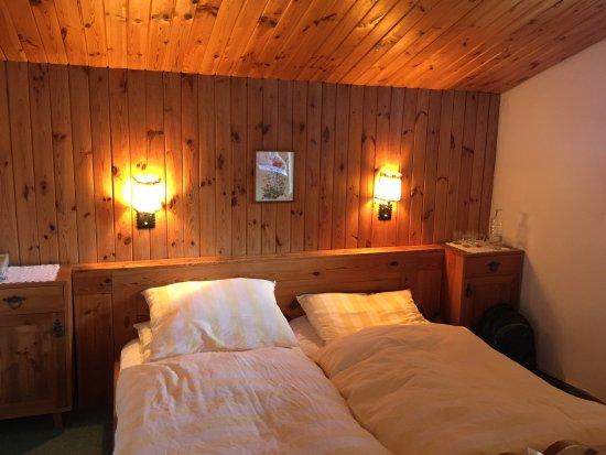 Pension Gradenburg : Letto matrimoniale con divano letto e balcone