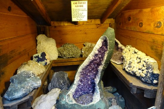 Pottersville, NY: Display of Geodes