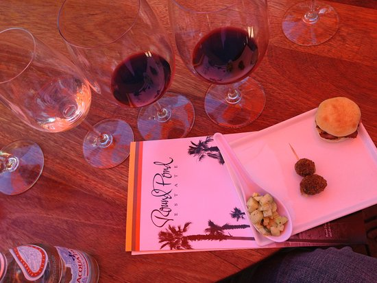 Rutherford, CA: Wine tasting with food pairings