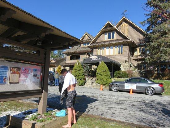 Timberlake's Restaurant at Chetola Resort: outside Timberlake Restaurant at Chetola
