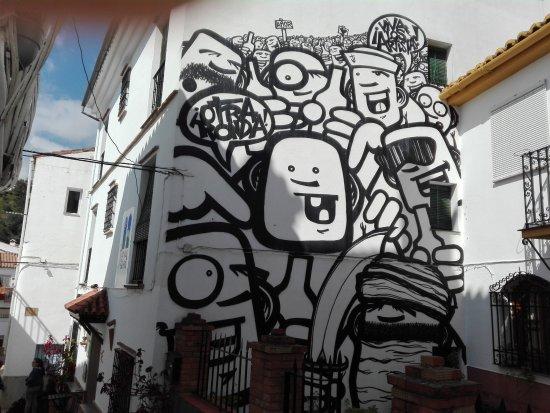 Genalguacil, España: Grafiti fachada de La Posada