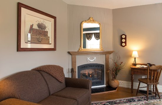 Waynesville, Karolina Północna: Comfortable seating and a cozy fire in the Blue Ridge room