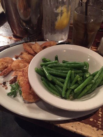 Colton's Steak House & Grill: Fried shrimp with green beans