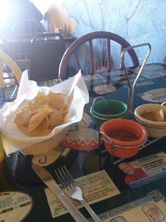 El Ranchero Restaurant: Chips and dips