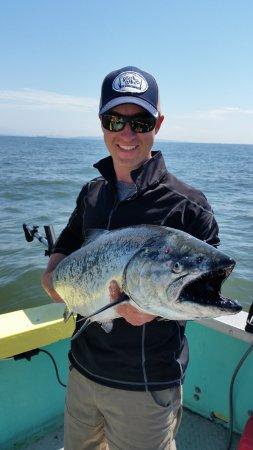Gibsons, Kanada: Nice 32 lb Chinook Salmon
