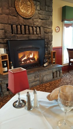 Shepherdstown, Δυτική Βιρτζίνια: Bavarian Inn in front of the fireplace