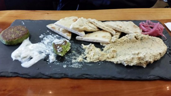 Enumclaw, WA: Humus Falafel Appetizer.
