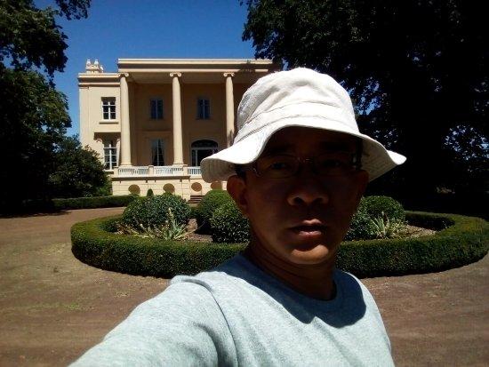 Evandale, Australien: The front driveway of Clarendon house