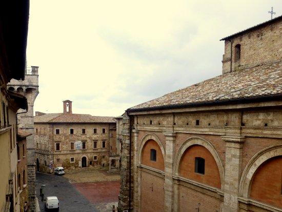 Palazzo Bellarmino: Piazza Grande, Montepulciano