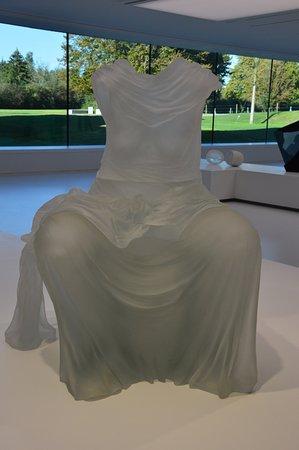 Sars-Poteries, France: robe de Karen Lamonte