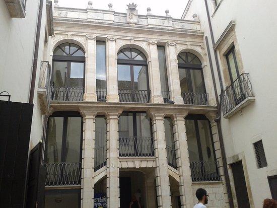 Putignano, Italien: facciata interna