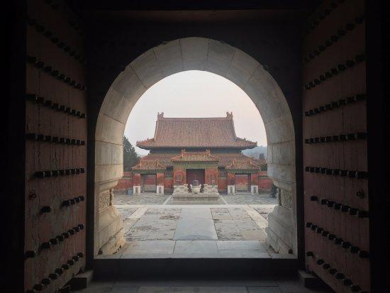 Yi County, China: Западне гробнице династије Ћин