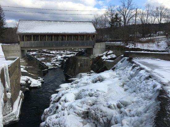 Quechee, Vermont: Dam Winter!