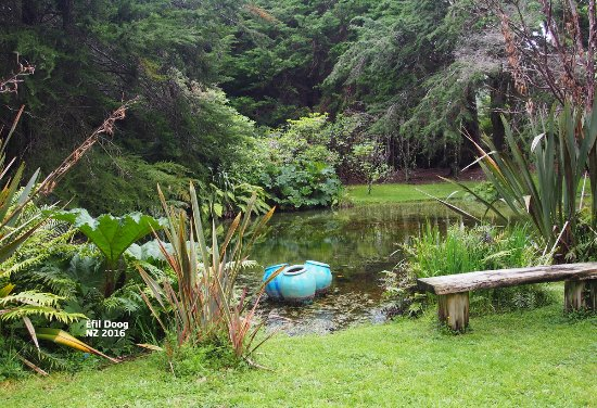 Upper Hutt, New Zealand: Pond with vases