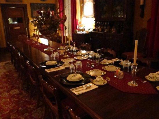 The Reynolds Mansion: Wonderful dining room.
