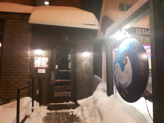 The Foolish Chicken Restaurant: Well cleared entrance even after a storm with street parking right in front