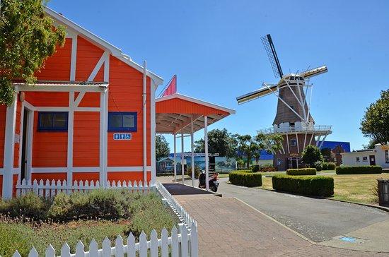Celtic Motel: Dutch Oven & Windmill - Foxton CBD