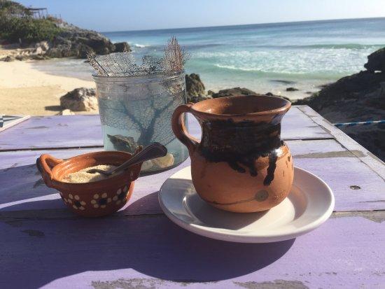 Momo Hoja: Coffee and view