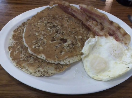 Belleview, FL: Pecan pancakes, eggs over easy, bacon