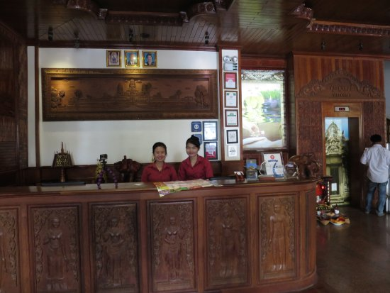 Angkor Sayana Hotel & Spa: Notice the detail of the carvings.