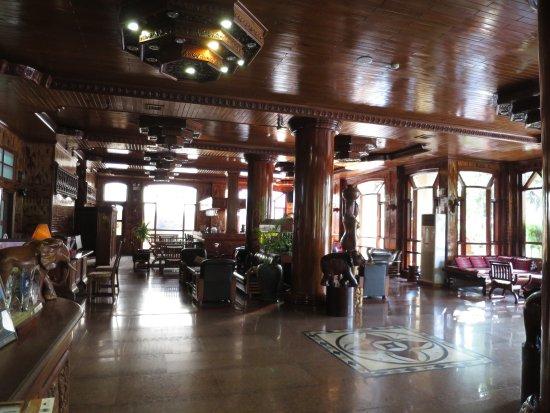 Angkor Sayana Hotel & Spa: The WOOD!  So lush & luxurious!