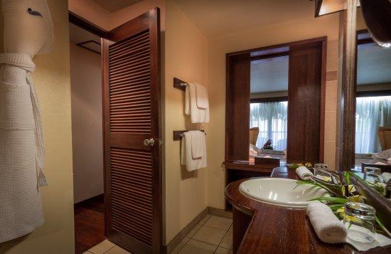 Manava Beach Resort & Spa - Moorea : Garden Room - interior bathroom