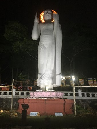 Kodigala Ancient Temple: Budha Statue on the upper deck