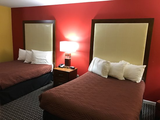 Canton, IL: Newly renovated rooms