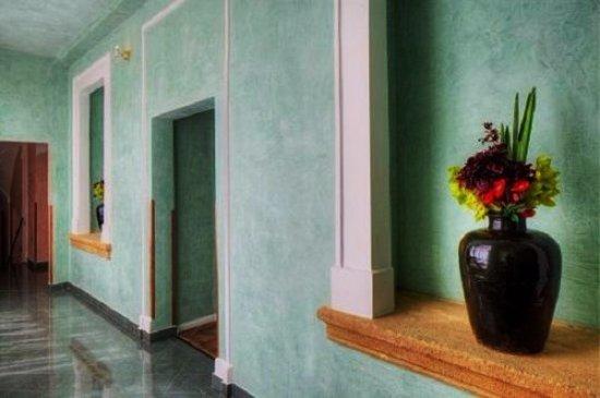Palac U Kocku: Le hall en direction de ma chambre, en étage.
