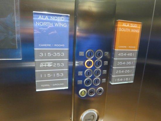 โรงแรมเบสท์เวสเทิร์น โบโลญญา-เมสเตร สเตชั่น: floor button panels inside the hotel elevator