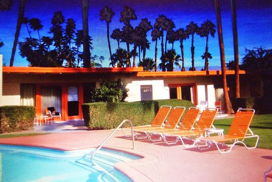Mojave Resort: Great pool with rooms surrounding