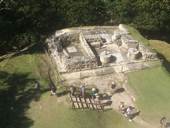 Distrito de Belize, Belize: This is and excavation underway at the ruins. More and more things are beeing found and discover