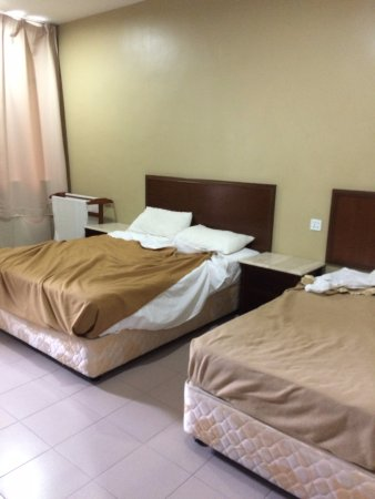Best Stay Hotel Pangkor Island: Big beds at big room.