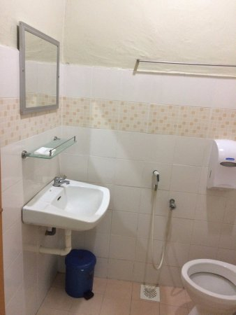 Best Stay Hotel Pangkor Island: Small room's toilet.