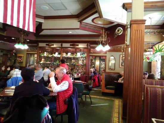 Morris, IL: Dining area.