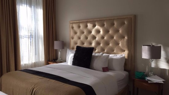 Le Manoir d'Auteuil: Clean and Comfortable Bed